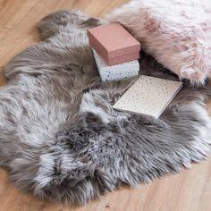 Grey Faux Fur Rug on Maisons du Monde. Grey Faux Fur Rug, Pink Faux Fur, Grey Rugs, Trendy Furniture, Bespoke Furniture, Sheep Rug, Trendy Bar, Bedroom Carpet, Modern Rugs