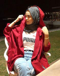 Image may contain: 1 person Modern Hijab Fashion, Muslim Fashion, Cute Fashion, Trendy Fashion, Fashion Beauty, Girl Fashion, Fashion Outfits, Womens Fashion, Muslim Girls
