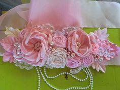 Paper Flowers Diy, Flower Crafts, Fabric Flowers, Distintivos Baby Shower, Maternity Belt, Fabric Flower Tutorial, Baby In Pumpkin, Wedding Crafts, Flower Making