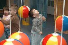 Resultado de imagen para intervenciones artisticas en el jardin de infantes Activities For 2 Year Olds, Steam Activities, Preschool Activities, Toddler Fun, Toddler Crafts, Crafts For Kids, Sensory Wall, Baby Gym, Reggio Emilia