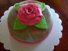 Torta con rosa