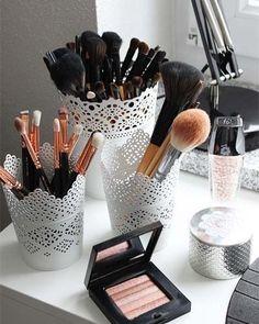 17 gorgeous makeup storage ideas beauty vanity organization ideas lace detail cups as brush holders Rangement Makeup, New Swedish Design, Beauty Vanity, Beauty Makeup, Makeup Style, Beauty Style, Fashion Beauty, Trend Fashion, Black Beauty