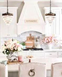 Elegant French Farmhouse Spring to Summer Kitchen - Styled With Lace - Kitchen Ideas Spring Kitchen Decor, Summer Kitchen, French Kitchen Decor, French Farmhouse Decor, Kitchen Office, Farmhouse Furniture, Kitchen Ideas, Elegant Kitchens, Beautiful Kitchens