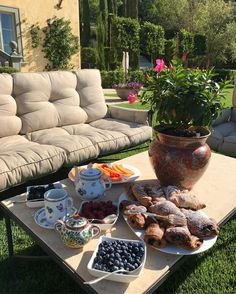 "31.2 k mentions J'aime, 192 commentaires - Yana Rudkovskaya (@rudkovskayaofficial) sur Instagram : ""Good morning Umbria 💚 My beautiful breakfast 💫#palazzoterranova #рубрикамоизавтраки"""