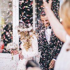 Für viele Brautpaare ist die kirchliche Trauung der Höhepunkt der Feierlichkeiten. Doch eigentlich wird die Ehe erst durch die standesamtliche Hochzeit tatsächlich gültig...