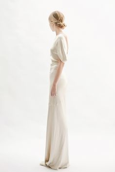 Vintage inspired wedding gown via Everly True Bridal Dresses, Wedding Gowns, Minimalist Wedding, Ever After, Vintage Inspired, Wedding Inspiration, White Dress, Chic, Elegant