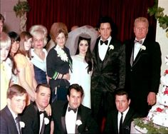 45 Candid Photographs of Elvis and Priscilla Presley on Their Wedding Day on May 1967 ~ vintage everyday Lisa Marie Presley, Priscilla Presley Wedding, Elvis E Priscilla, Elvis Presley Family, Elvis Presley Photos, Las Vegas, Elvis Wedding, Wedding Day, Wedding Photos