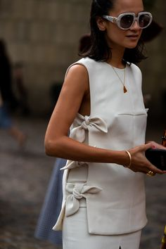 The Best Street Style From Copenhagen Fashion Week 2020 Our selection of stylish people at Fashion Week runs the gamut in race, size, and ethnicity. Cool Street Fashion, Look Fashion, Fashion Details, Paris Fashion, Japan Fashion, Mature Fashion, Vogue Fashion, White Fashion, Teen Fashion
