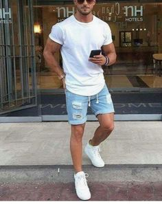 Men casual styles 292452569536460397 - City style // mens short // sun glasses // mens fashion // weekend style // urban men // urban style // watches // mens accessories // Source by meninsuit Mode Outfits, Short Outfits, Trendy Outfits, Fashionable Outfits, Casual Shorts Outfit, Dress Casual, Streetwear, Moda Blog, Herren Outfit