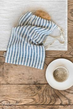 Say NO to stale bread! Our drawstring linen bread bag is an eco-conscious way to keep your bread fresh for longer. Linen Apron, Linen Bag, Bread Storage, Bread Bags, Textiles, Kitchen Linens, Printed Linen, Sewing Clothes, Natural Linen