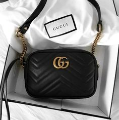 Find tips and tricks, amazing ideas for Gucci purses. Discover and try out new things about Gucci purses site Luxury Bags, Luxury Handbags, Designer Handbags, Designer Bags, Luxury Designer, Designer Shoes, Gucci Leather Bag, Gucci Crossbody Bag, Black Gucci Purse