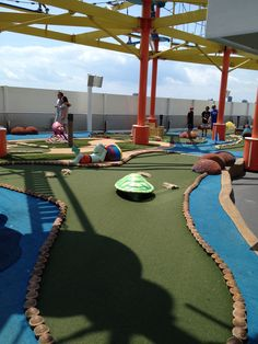 Putting course aboard the Norwegian Breakaway. Photo taken by Magnified Vacations CruiseOne. #magnifiedvacations