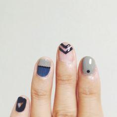 modern manicure with chevron pattern #yuqiconail