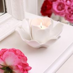 The beauty of these porcelain floral candle holder, has made me obsessed! I think there will be a DIY coming soon. Rose Candle, Candle In The Wind, Beautiful Candles, Best Candles, Candle Picture, Candle Accessories, Personalized Candles, Candle Lanterns, Flower Decorations