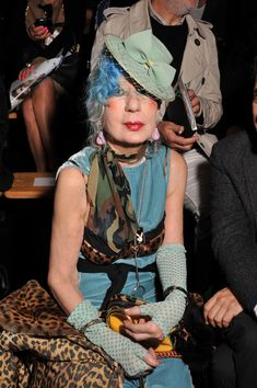 I love the blues and greens in this outfit and it is perfected by the leopard print Old Hipster, Anna Piaggi, Magazine Vogue, Eccentric Style, Alternative Style, Adventure Style, Advanced Style, Aging Gracefully, Vintage Bohemian