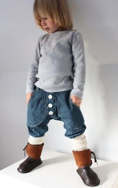 Merino Wool and Cashmere Leg Warmers - not just for babywearing :) Top - H&M… Baby Boy Fashion, Kids Fashion, Stylish Outfits, Boy Outfits, Edgy Kid, Baby Leg Warmers, Baggy Trousers, What Is Fashion, Kool Kids