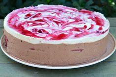 Tort cu mousse de ciocolata si visine - CAIETUL CU RETETE Food Cakes, Mousse, Cake Recipes, Pudding, Breakfast, Sweet, Desserts, Cakes, Morning Coffee