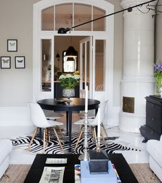 A black round table and Eames chairs. Love the combo!