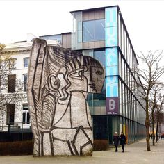 Sculpture 'Sylvette' by Picasso / Carl Nesjar next to Museum Boymans van Beuningen in Rotterdam. Foto: Rob van Katwijk