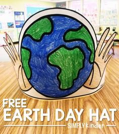 Use this Free Earth Day Hat with your preschool, kindergarten, and first grade students to celebrate the Earth. Free from Simply Kinder. Earth Day Activities, Spring Activities, Holiday Activities, Preschool Activities, Earth Craft, Earth Day Crafts, Earth Day Video, Earth Hour, Teaching Calendar