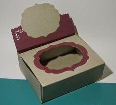 Kunst á la Card: Schachtel mit Fenster im Deckel