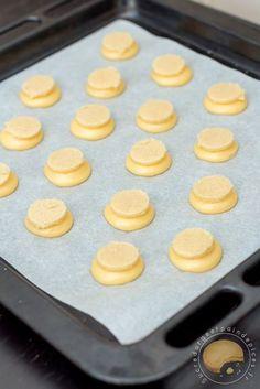 Recette de petits choux individuels recouverts et craquelin et garnis d'une crème légère au caramel de beurre salé : les chouchoux de la maîtresse.