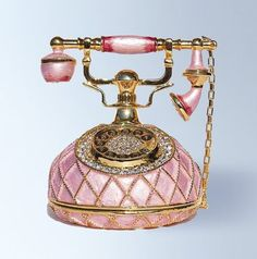 I love this pink and gold old phone! Perfect for my bedroom!