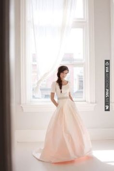 pocketed dress, oh yes | CHECK OUT MORE IDEAS AT WEDDINGPINS.NET | #weddings #weddingdress #inspirational
