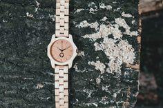 Zegarek serii Sierra - klon w naturalnym  środowisku.