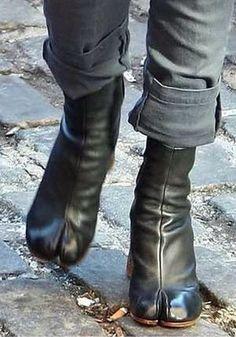サラジェシカパーカーも愛用のマルジェラ足袋ブーツ Love Fashion, High Fashion, Womens Fashion, Tabi Shoes, Boiler Suit, Margaret Howell, Jane Birkin, Tank Top Shirt, Look Cool