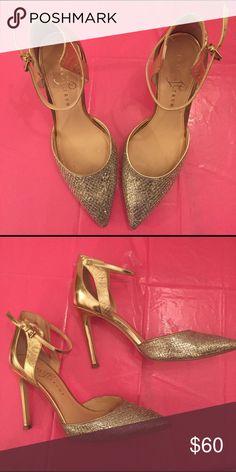 Ivanka Trump gold shoe Ivanka Trump lightly worn gold shoe Ivanka Trump Shoes Heels