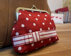 Learn the principles of drawing your own template for metal purse frames . Free tutorial with pictures on how to sew in under 60 minutes by sewing with paper, pencil, and ruler. How To posted by Lauren G. in the Sewing section Difficulty: Simple. Purse Patterns Free, Coin Purse Pattern, Crochet Purse Patterns, Bag Patterns To Sew, Crochet Purses, Sewing Patterns, Pot A Crayon, Frame Purse, Purse Tutorial