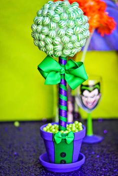 Joker-Inspired-Mad-Love-Birthday-Party-via-Karas-Party-Ideas-KarasPartyIdeas.com15.jpg 700×1.049 pixeles