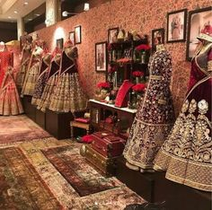 ideas fashion design studio interior indian for 2019 Bridal Boutique Interior, Clothing Boutique Interior, Clothing Store Design, Boutique Decor, Boutique Ideas, Showroom Interior Design, Boutique Interior Design, Interior Design Studio, Indian Interiors