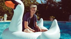 Penshoppe enjoys a nostalgia for the as the brand approaches its spring 2016 campaign. It's a battle of the American male models as Penshoppe taps Sean… Lucky Blue Smith, Lost Girl, American Male Models, Penshoppe, Sean O'pry, Male Photography, Fashion Photography, Spring Summer 2016, Star Fashion