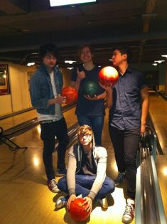 What they are thinking Ashton: I'm so punk rock sitting on the floor Michael: what punk rock band goes bowling? Luke: GUYS THIS IS SO FUN DONT YOU LOVE IT?!?!?! Calum: Why did we agree to join a band with this loser?