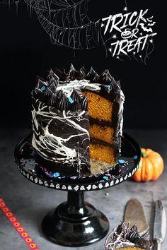 Halloween Desserts, Halloween Torte, Happy Halloween, Marshmallow Halloween, Halloween Chocolate, Delicious Cake Recipes, Yummy Cakes, Chocolate Pumpkin Cake, Gel Food Coloring