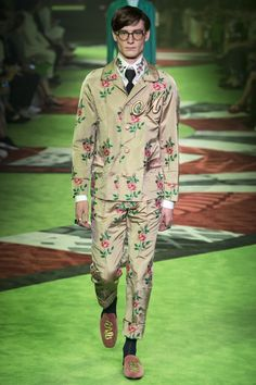 See the complete Gucci Spring 2017 Menswear collection.