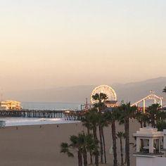 Que saudades de acordar com esta vista do píer de Santa Monica e da roda gigante. Foto tirada ao amanhecer as 6:00 AM. #lifestyle #lifeisgood #nascerdosol #califa #ferias #olioliteam #olioli @olioli_lifestyle