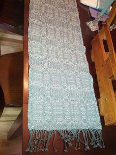 Crackle weave table runner on 6 shafts