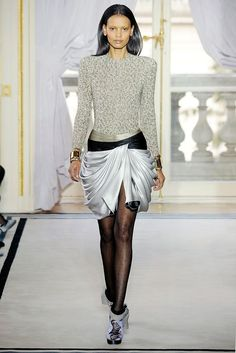 See the complete Balenciaga Fall 2009 Ready-to-Wear collection.