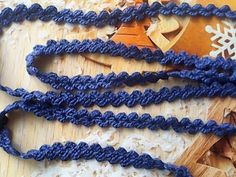 Crochet Belt, Crochet Mask, Crochet Diagram, Knit Crochet, Knitting Stiches, Lace Knitting, Fabric Flower Brooch, Fabric Flowers, Lace Patterns