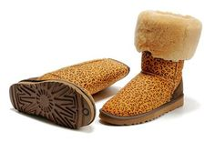 ru If u wanna order the UGGs,pls send the pic and talk to Amy to get more info on the site Fashion Boots, Love Fashion, Winter Fashion, Womens Fashion, Ugg Classic Tall, Bow Boots, Bailey Bow, Ugg Slippers, Ugg Shoes