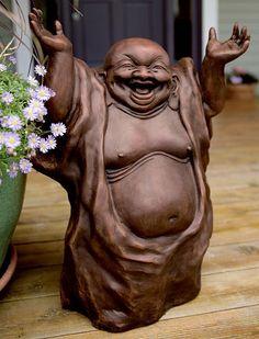 statuette de Bouddha riant dans le jardin japonais