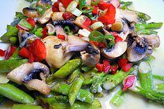 Salat von gebratenem grünen Spargel mit Champignons (Rezept mit Bild) | Chefkoch.de