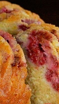 Lemon-Raspberry Sour Cream Pound Cake Recipe Simple Cake for holiday Just Desserts, Delicious Desserts, Dessert Recipes, Yummy Food, Bunt Cakes, Cupcake Cakes, Sour Cream Pound Cake, Pound Cake Recipes, Eat Dessert First