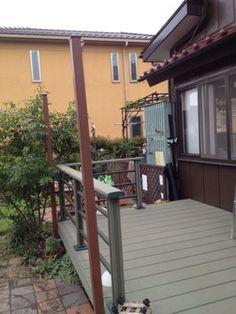 ウッドデッキの横に、タープを張る柱を夫と友人に建ててもらいました。 カインズオリジナルの樹脂ラティスの柱。210cmで3980円だったかな?お値段、ウ... Terrace, Deck, Garden, Outdoor Decor, Home Decor, Balcony, Garten, Patio, Front Porch