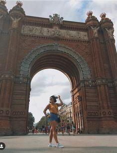 Barcelona, Louvre, Building, Travel, Voyage, Buildings, Barcelona Spain, Viajes, Traveling