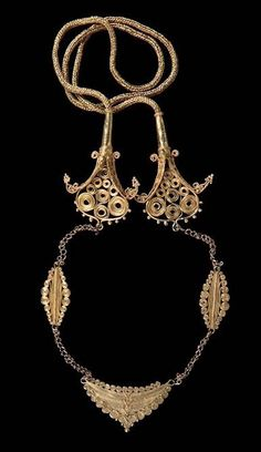 Indonesia ~ Small Sunda Island ~ Nusa Tenggara Timur province | Gold chain with two 'Naga' mythical dragons and the representation of the house 'adat'  | 19th to 20th century | Gold