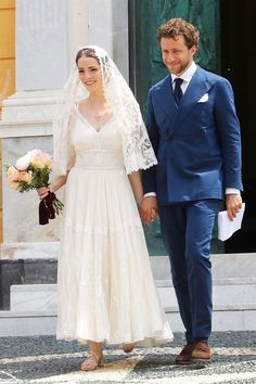 Bee Shaffer just had a second wedding ceremony in Italy. See her perfect bridal look here. Italian Wedding Dresses, Pretty Wedding Dresses, Elegant Wedding Gowns, Amazing Wedding Dress, Pretty Dresses, Italian Weddings, Anna Wintour, Cowgirl Wedding, Wedding Shoes